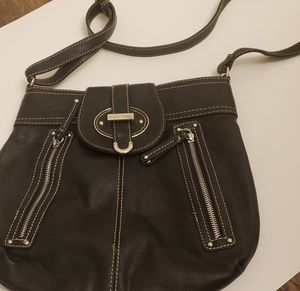 Nine west black crossbody with zipper detailing